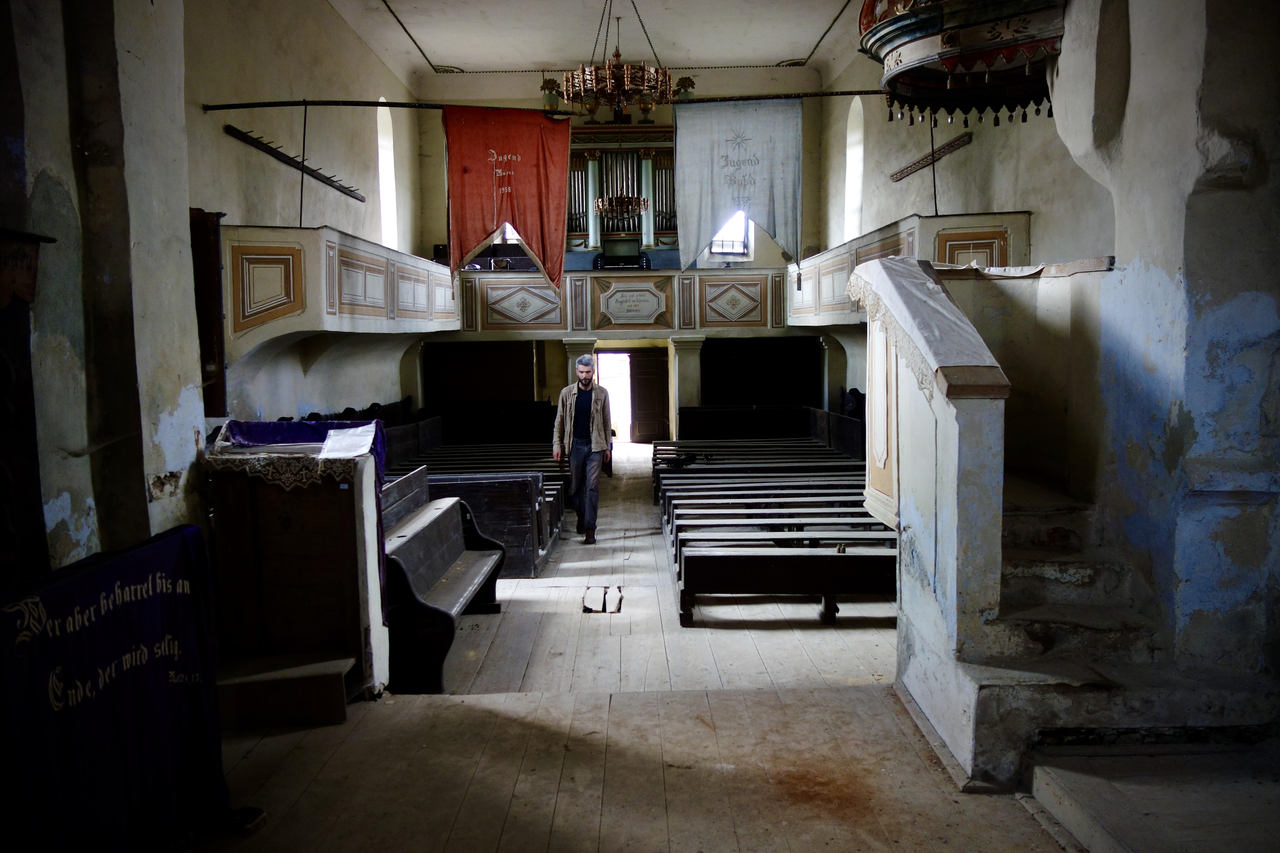 Deflating History via Abandoned Pipe-Organs in Transylvania