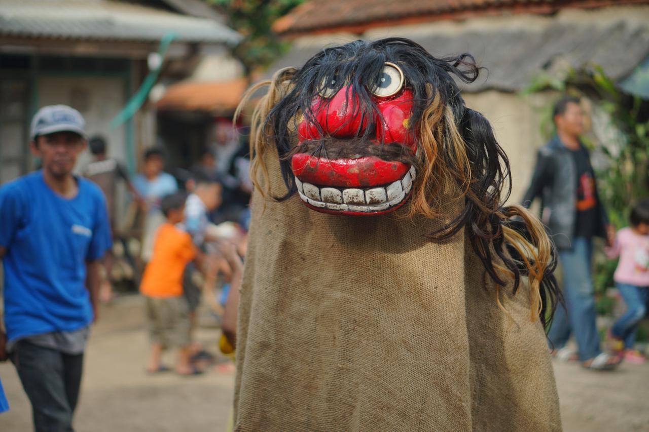 Investigating the Sundanese Ritual of Kasenian Réak