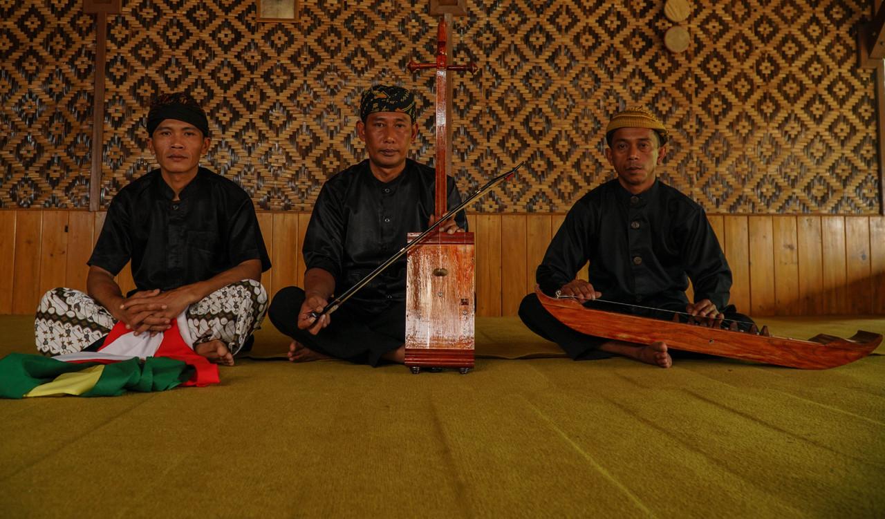 The Dance of the Cosmos: Tarawangsa, the Art of Honoring