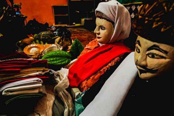 Sasajen and ritual garments. Photo: Gigi Priadji