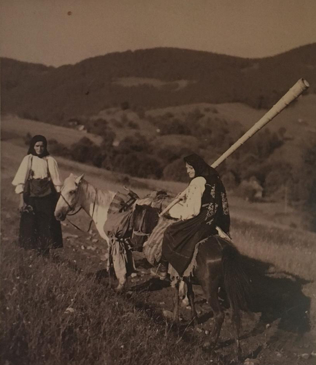 Photo archive of tulnic player on Mountain Găina